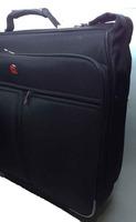 Кофр Wenger с колесами, расчитан на 2 костюма.